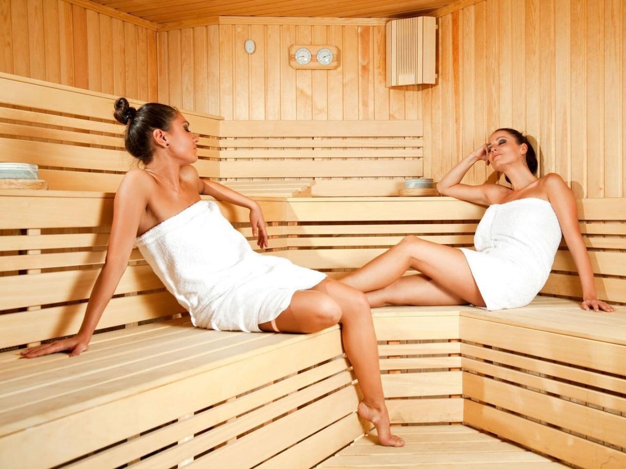 sauna-s-zhenshinami-onlayn