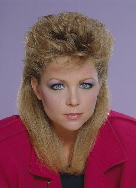 Тенденций красоты из 80-х, за которые теперь стыдно