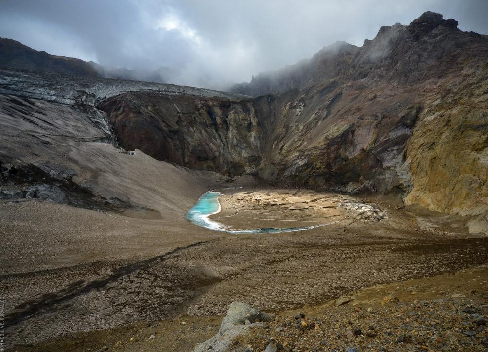 На дне одного из кратеров Мутновского