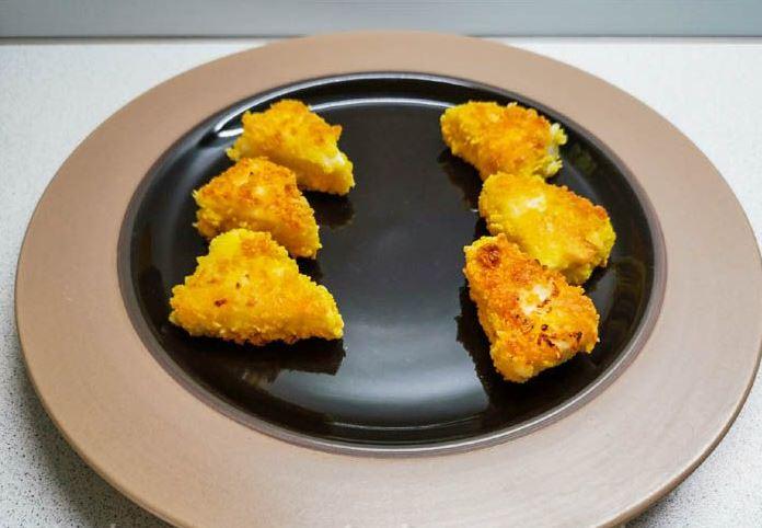 Жареный сыр в кукурузных хлопьях. Фотография рецепта