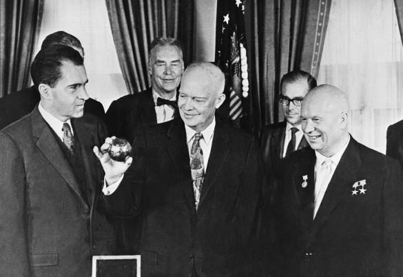 Ричард Никсон, Никита Хрущев и Дуайт Эйзенхауэр. Фото: Фотохроника ТАСС