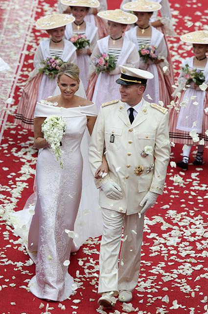 """Князь Монако Альбер II прокомментировал слухи о разводе с княгиней Шарлен: """"Она не злится на меня"""" Монархии"""