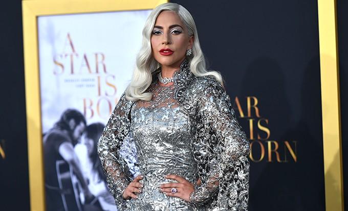 """Снежная королева: Леди Гага на премьере фильма Брэдли Купера """"Звезда родилась"""" в Лос-Анджелесе"""