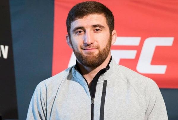 Российского бойца UFC пожизн…