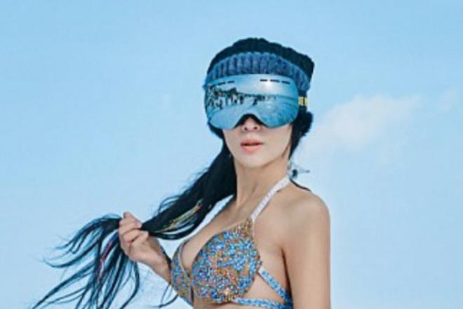 50-летняя китаянка снимается в бикини в мороз и обладает телом 20-летней девушки культура