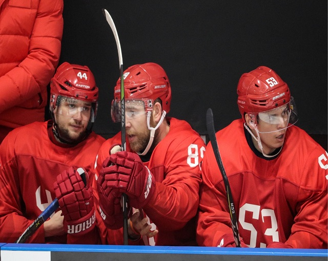 Чешские хоккеисты устроили и…