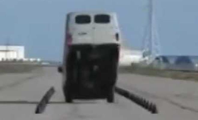 Что будет, если на «буханке» ударить по тормозам на скорости 60 км/ч? Лучше не пытайтесь даже!