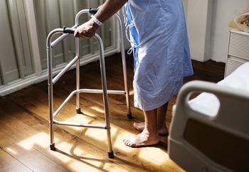 СКР проверит информацию о беспомощном мужчине на полу в больнице Новороссийска