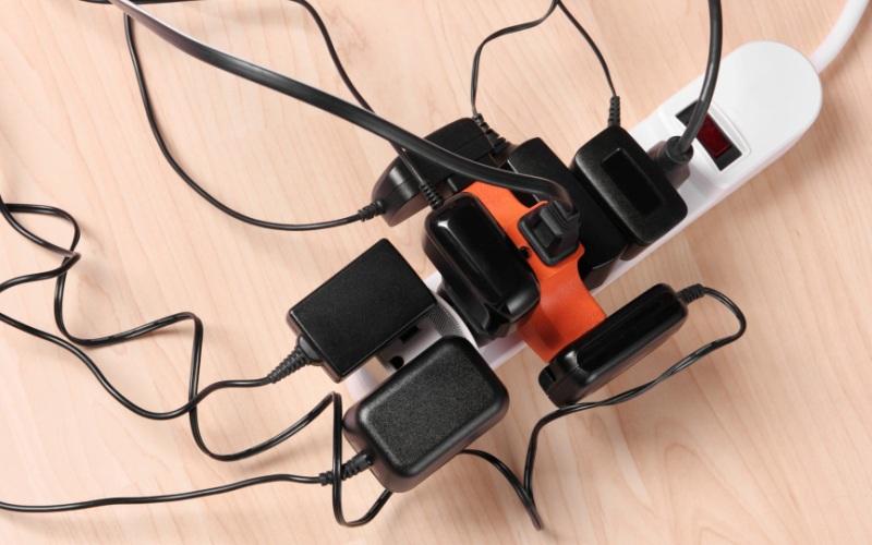 Чего нельзя делать с электроприборами
