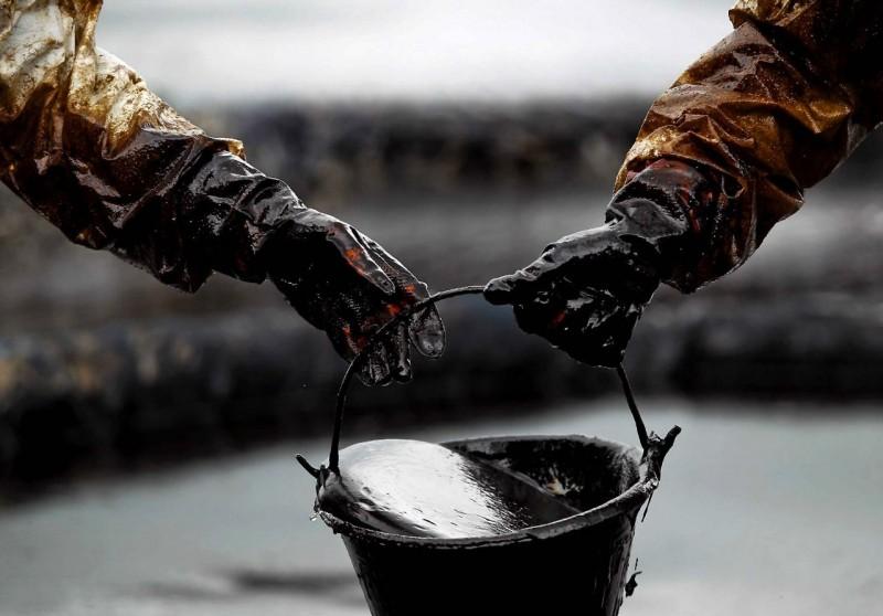 Нефть стабильно дорожает