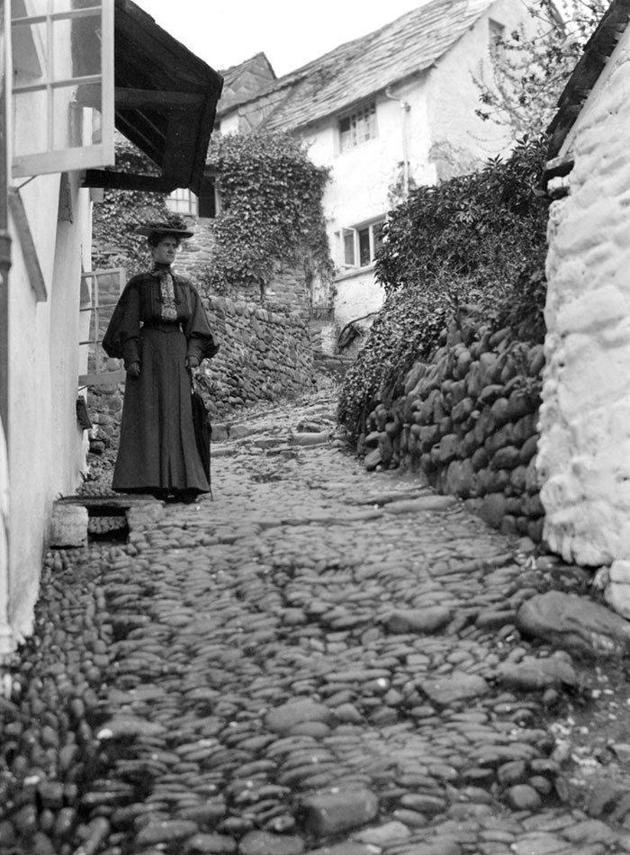 Улица в деревне Кловелли, Девоншир, Англия ХХ век, винтаж, восстановленные фотографии, европа, кусочки истории, путешествия, старые снимки, фото