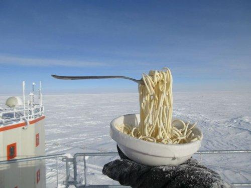 Учёный, работающий в Антаркт…