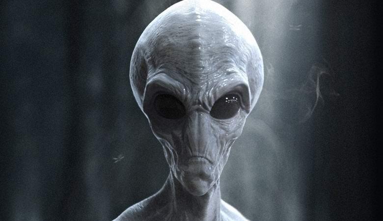 Мужчина утверждает, что сфотографировал пришельца в собственном доме