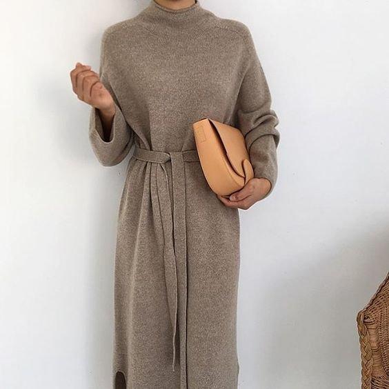 Простые формы: 10 модных платьев зимы для тех, кто ценит комфорт