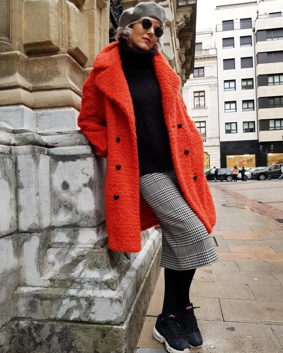 Яркие и интересные детали в зимнем образе женщины 50+ гардероб,красота,мода,мода и красота,модные образы,модные сеты,модные советы,модные тенденции,обувь,одежда и аксессуары,стиль,стиль жизни,уличная мода,фигура
