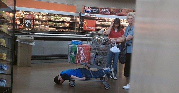 Подсмотрено в магазине: детки и их родители баловство, в магазине, дети, подборка, прикол, юмор