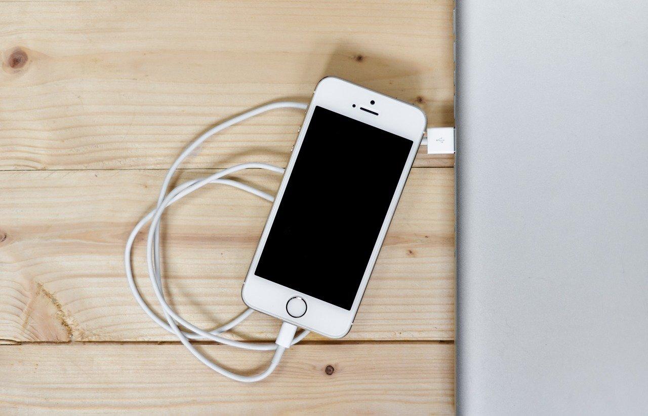 Эксперт перечислила самые опасные ошибки при зарядке смартфона