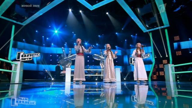 Девочки поют душевную песню
