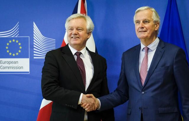 Британия и ЕС утвердили переходную сделку по Brexit