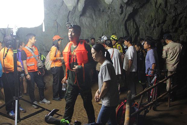 Целая футбольная команда пропала в пещере ynews, команда, пещера, спасатели, стихия, таиланд, футболисты