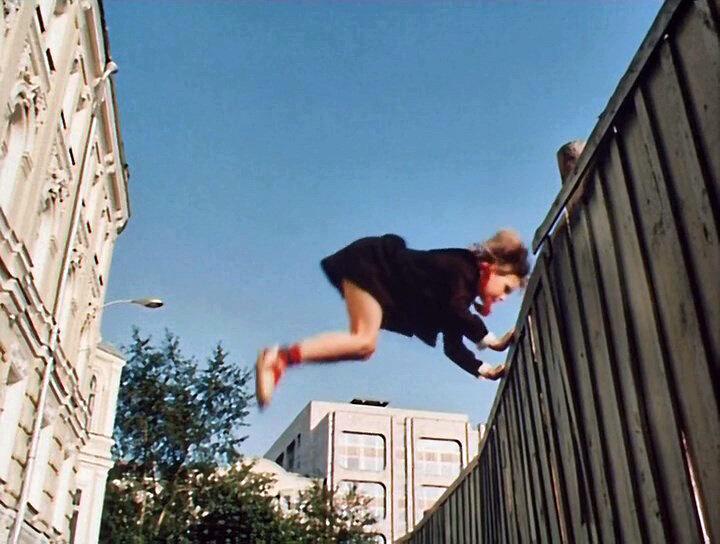 Дублер Алисы. А вы знаете, что опасные трюки в фильме «Гостья из будущего» выполняла не Наташа Гусева, а другая девочка