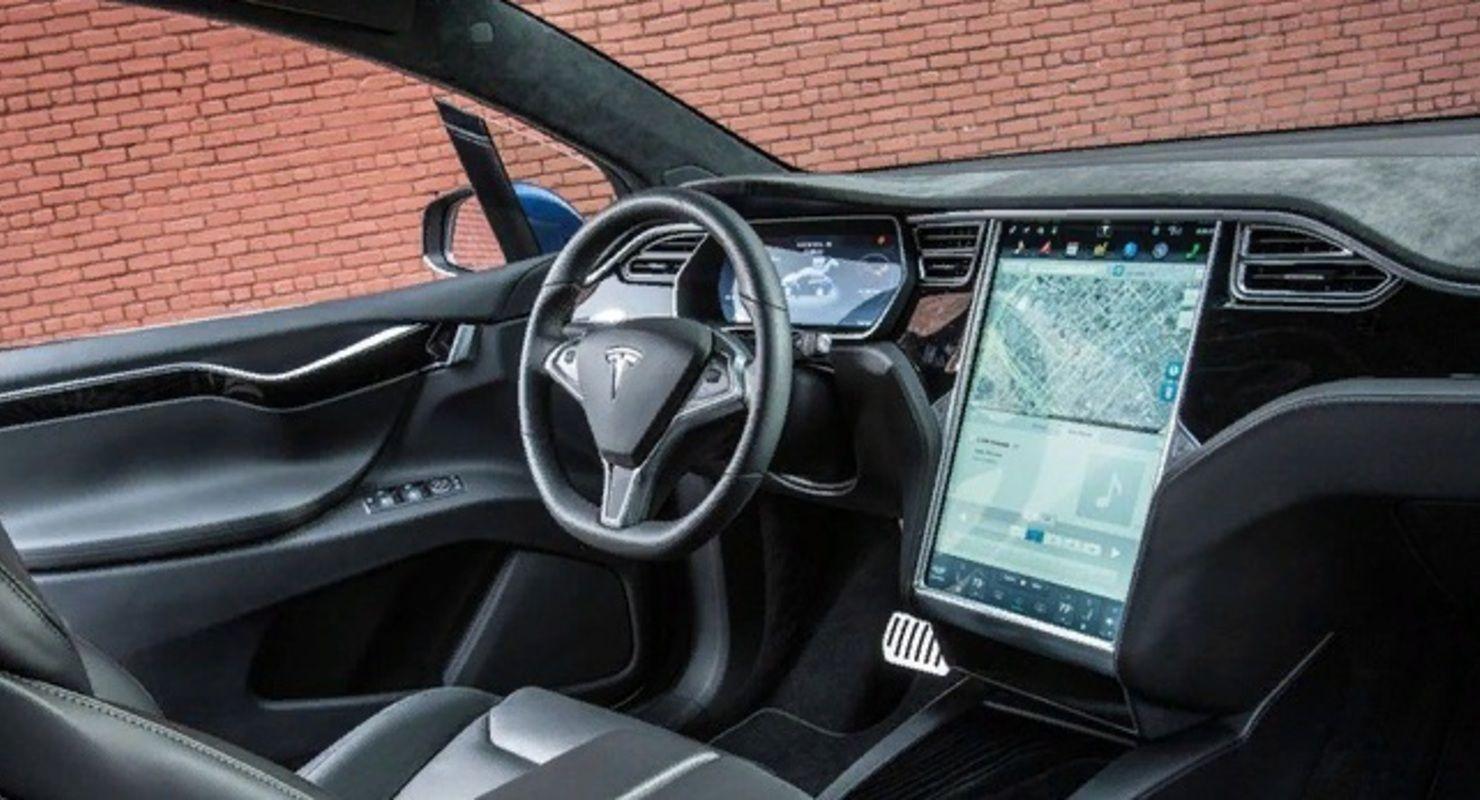 Электрокары Tesla научат звонить в экстренном случае Автомобили