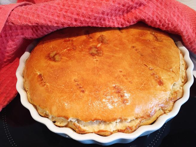 Румяный пирог с тунцом