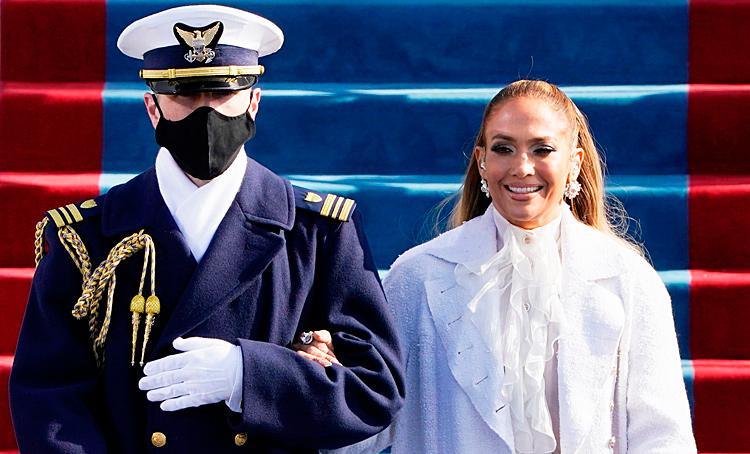 Дженнифер Лопес в белом, Леди Гага - в алом: звезды на инаугурации Джо Байдена