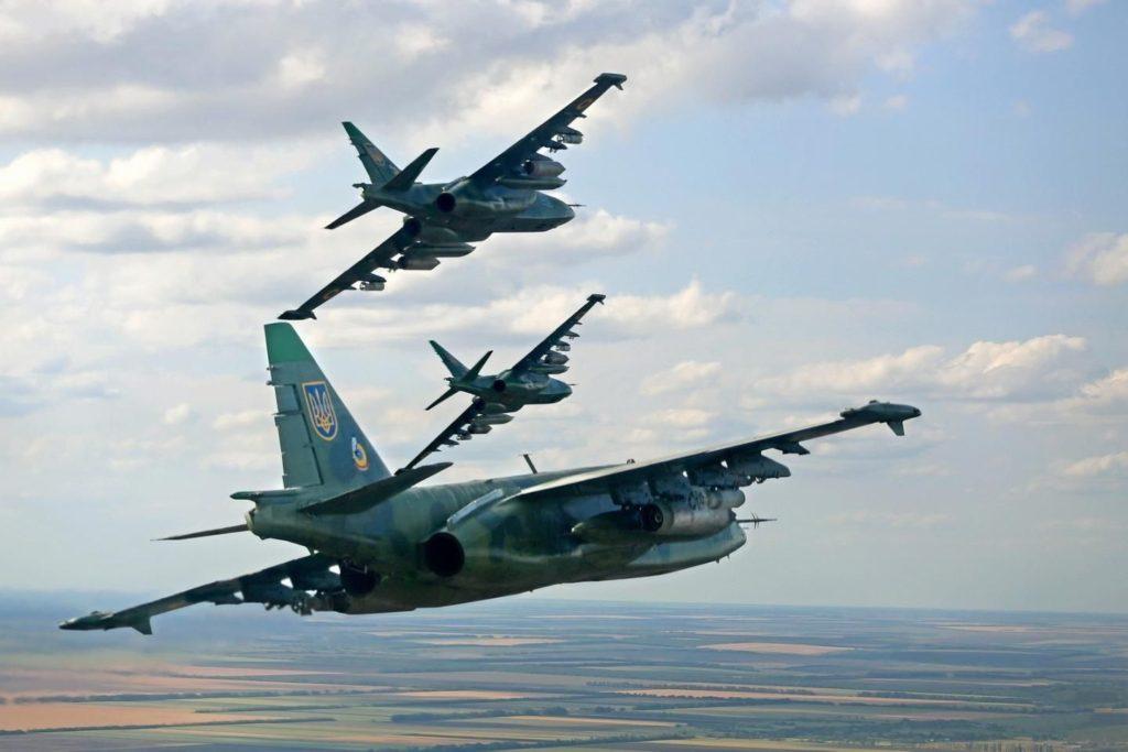 На фоне угрозы вторжения РФ ВВС Украины подняли в небо эскадрилью истребителей