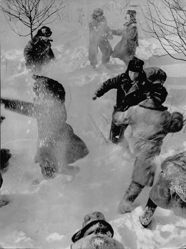 Когда в рукава и под варежки набивается куча снега дети, манная каша, страх, туалет, урок, школа, юмор
