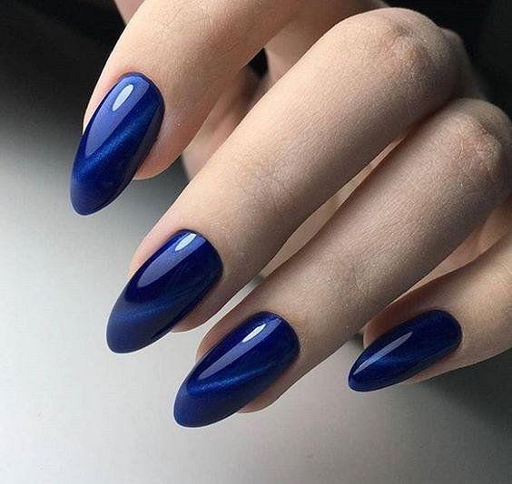 Classic Blue: идеи маникюра с главным цветом года по Pantone