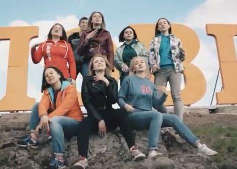 Школьники из уральского села сняли рэп-клип про проблемы выпускников