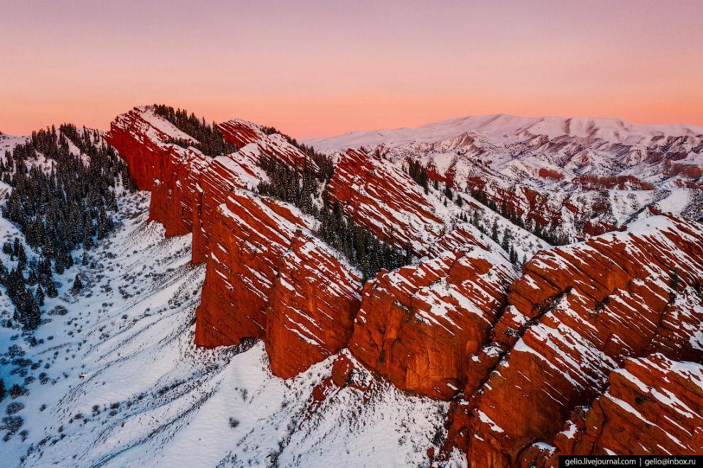 Ущелье Джеты-Огуз: инопланетные пейзажи у озера Иссык-Куль Джеты-Огуз,Иссык-Куль,Киргизия