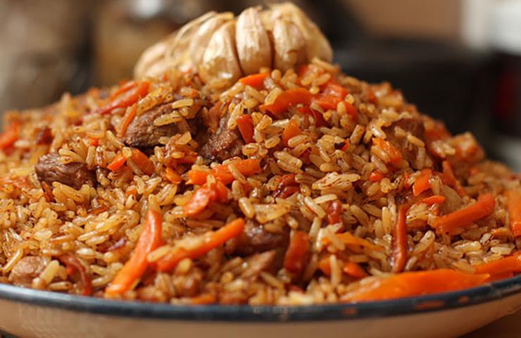 Превосходный плов из бурого риса со свининой
