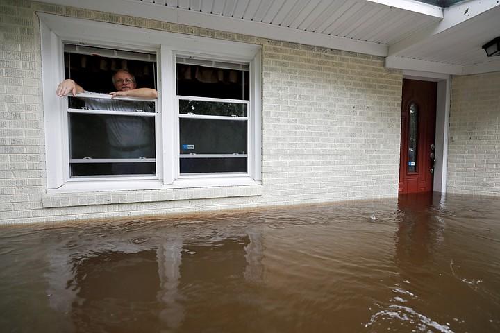 """Число жертв урагана """"Флоренс"""" в США увеличилось до 13 человек"""
