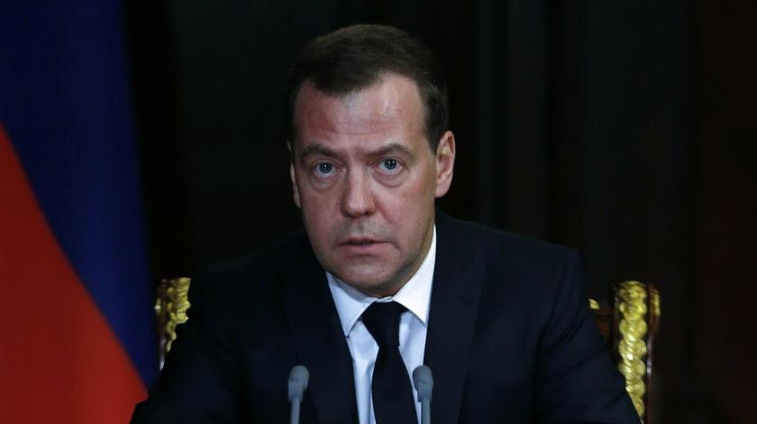 Медведев предупредил о тяжелых временах