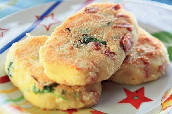 Картофельные котлетки с сыром и ветчиной — оригинальный ужин для всей семьи!