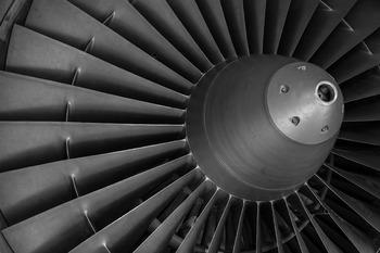 СМИ: самолет EgyptAir прекратил взлет из-за пламени под крылом