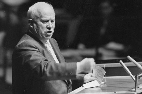 За что Хрущёв лишил Сталинских премий авторов гостиницы «Ленинградская»