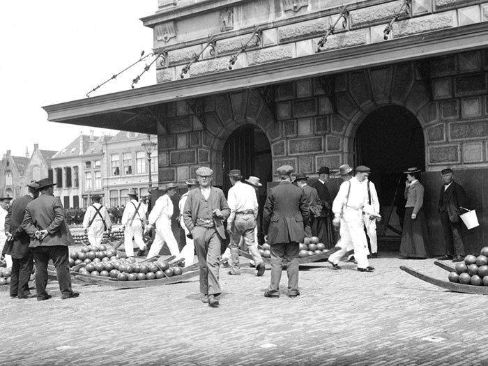 Сырнай рынок в Алкмааре, Голландия ХХ век, винтаж, восстановленные фотографии, европа, кусочки истории, путешествия, старые снимки, фото