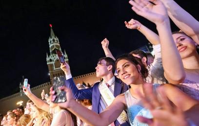 У тысяч московских школьников состоялись выпускные балы