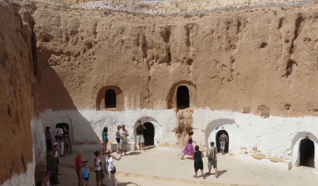 10 тайных городов, которые были найдены учеными в пещерах пещеры, здесь, нашли, использовались, города, когда, качестве, которые, приспосабливались, берберы, показывают, Матмата, пещерные, традиционные, Обычно, войны», раскаленной, «Звездные, Правильно, постройки
