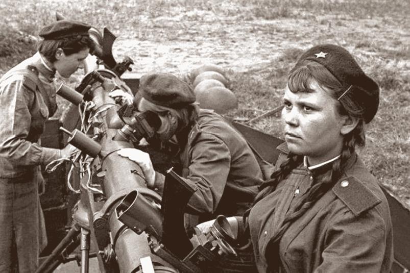 Двадцать девочек-зенитчиц насмерть стояли против  фашистских дивизий