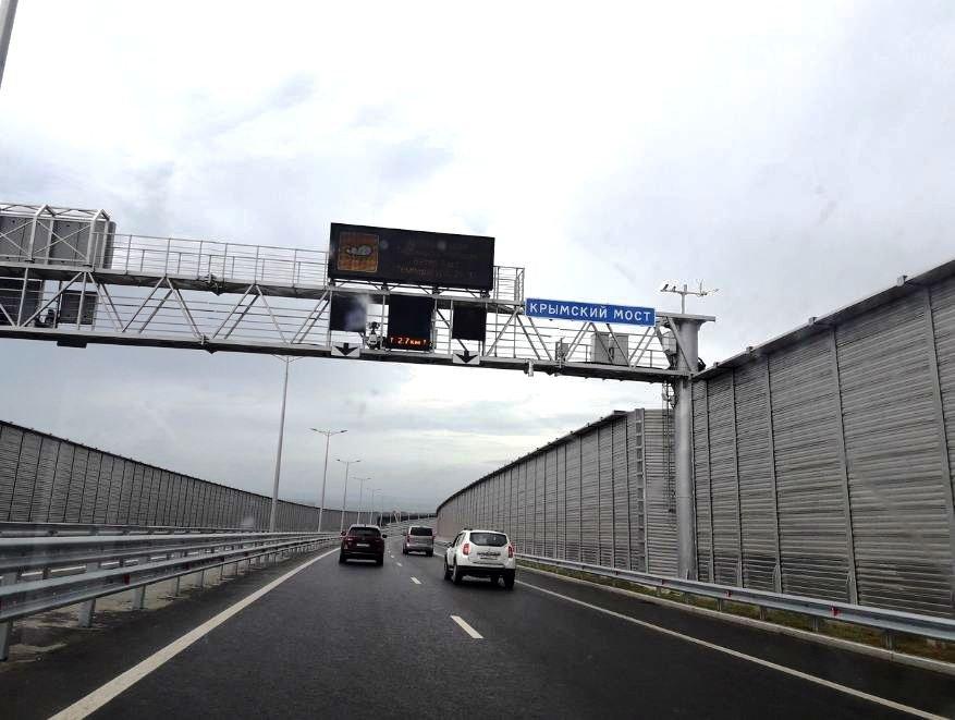 Названы сроки запуска движения большегрузов по Крымскому мосту