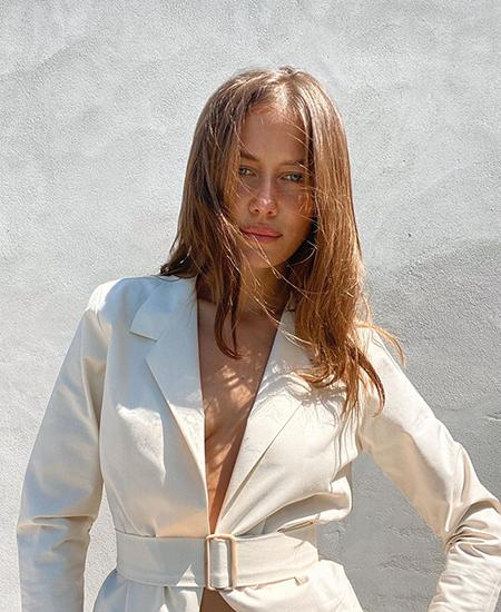 Новая возлюбленная Брэда Питта Николь Потуральски об отношении к Анджелине Джоли: