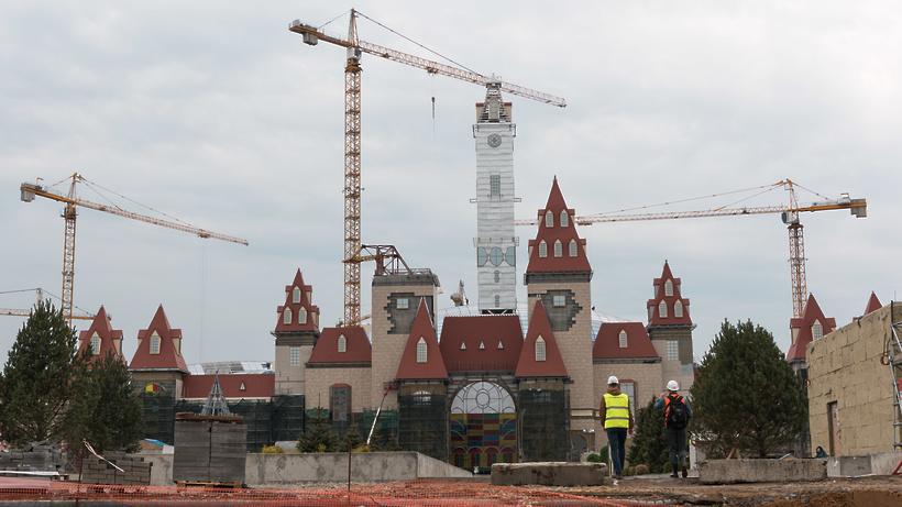 Первые аттракционы и стеклянный купол: как строят «Остров мечты» в Москве