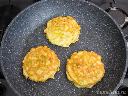 Кабачковые пирожки с фаршем — 12 шаг