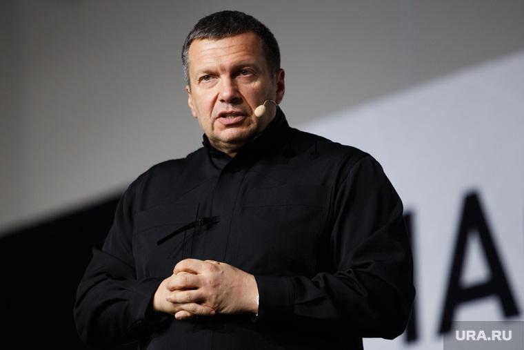 Соловьева обвинили в мягкости к американскому эксперту, оскорбившему летчика-героя из Сирии