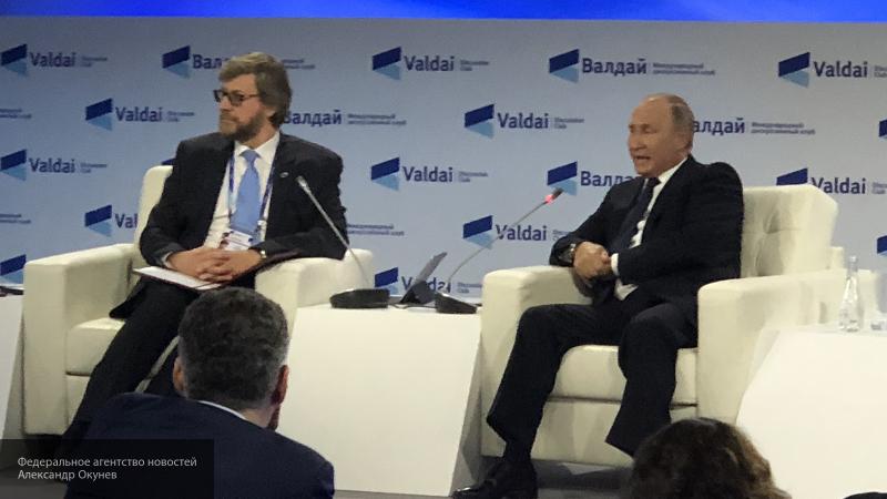 А мы и не напрягаемся: Путин ответил шуткой на вопрос журналистов о попытке наладить отношения с США