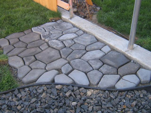 Обустройство сада: используем формы для садовых дорожек